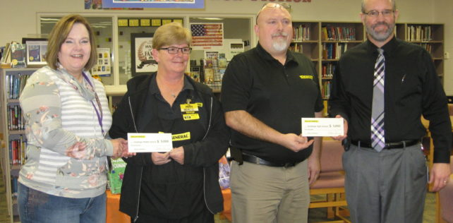 Dollar General Presents Holdrege Middle School and High School with Literacy Award